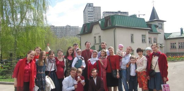 Молодежь прихода записала видео-поздравление отцу Андрею Тихонову в честь дня рождения.