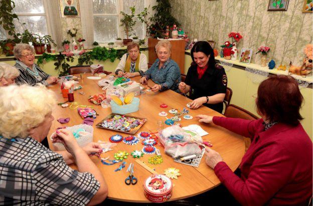 Занятия для пенсионеров Вышивка и Пение