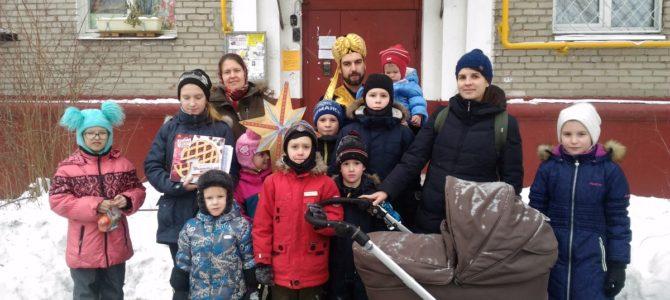 Добровольцы-Христославы поздравили с праздником Рождества Христова прихожан