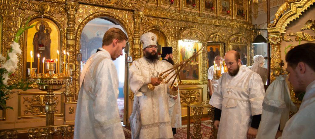 Архиепископ Егорьевский Матфей, праздничная Божественная Литургия в Богородском