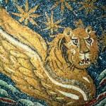 Италия. Равенна. Мавзолей Галлы Плацидии. Купол. Фрагмент. Крылатый лев - символ евангелистов. Мозаика. ок.430 г.