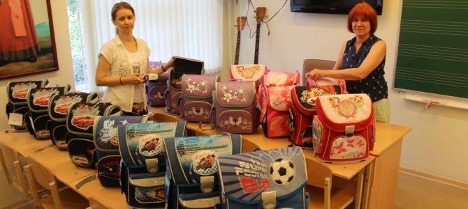 Многодетные семьи Богородского храма получили подарки к учебному году.