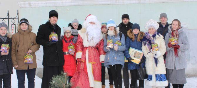 Трубящий Рождественский Ангел прилетел в Углич
