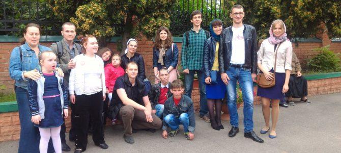 Дети из ЦССВ  «Маяк» и волонтеры посетили наш храм