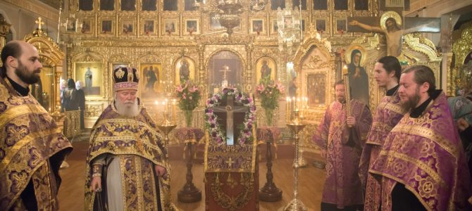 Неделя Крестопоклонная, вынос Креста